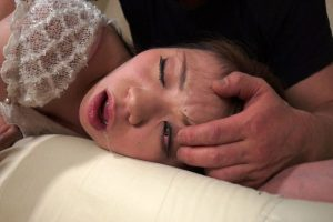 女性を無理矢理首絞め拷問首吊りで痙攣する姿がかなりグロいリョナ動画