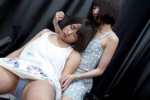 真田みづ稀と夢乃美咲が首絞め比べで失神体験!エロくどっちが堕ちるか我慢勝負も