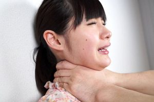 首絞めフェチが作った動画!了承の元、3人の女性が白目を剥き失神するまでどのくらい酸欠に耐えるか検証